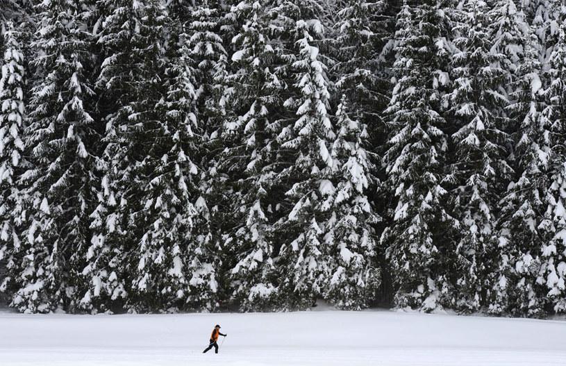 Śnieg popada tylko w niektórych częściach kraju fot. Christof Stache /AFP