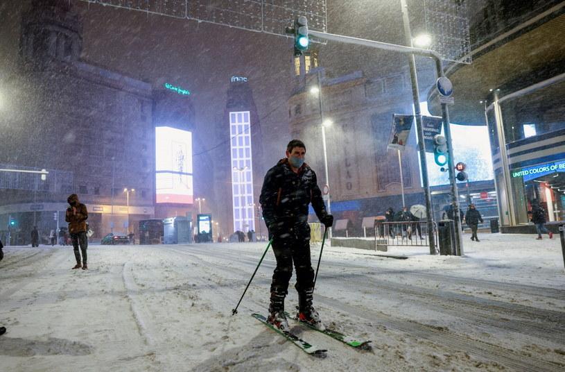 Śnieg sparaliżował Madryt /Rodrigo Jimenez /PAP/EPA