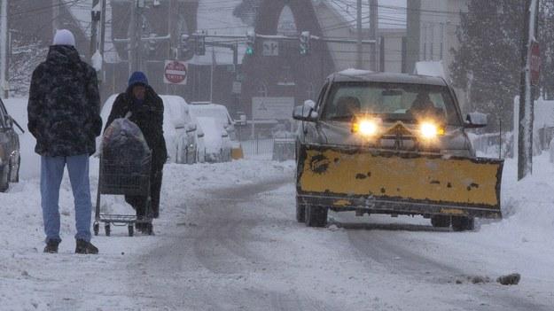 Śnieg w Lowell w stanie Massachusetts /CJ GUNTHER /PAP/EPA