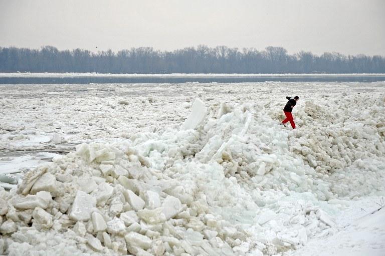 Śnieg w Serbii /AFP