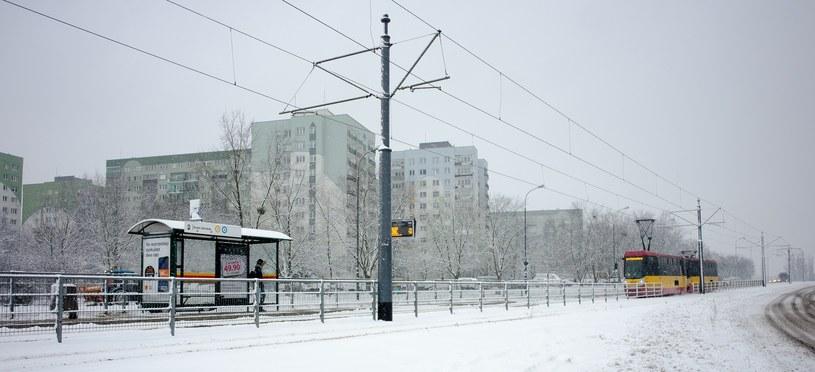 Śnieżny czwartek w Łodzi /ANDRZEJ ZBRANIECKI /East News