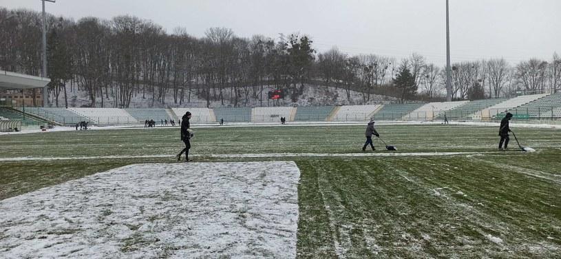 Śnieżny mecz w Gdańsku /Maciej Słomiński /