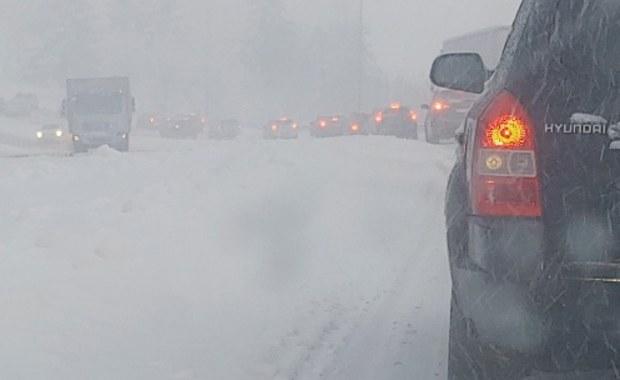 """Śnieżyca na południu i wschodzie Polsce, na drogach """"makabra"""""""