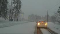 Śnieżyca sparaliżowała ruch na amerykańskich drogach. Wiele samochodów nie poradziło sobie z dużymi opadami
