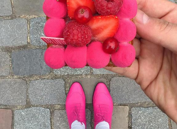 Snobizm czy świetny pomysł na reklamę? /@desserted_in_paris /Instagram
