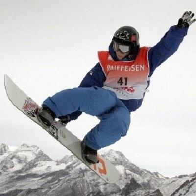 Snowboard w wykonaniu zawodowców to niezwykle widowiskowy sport /AFP