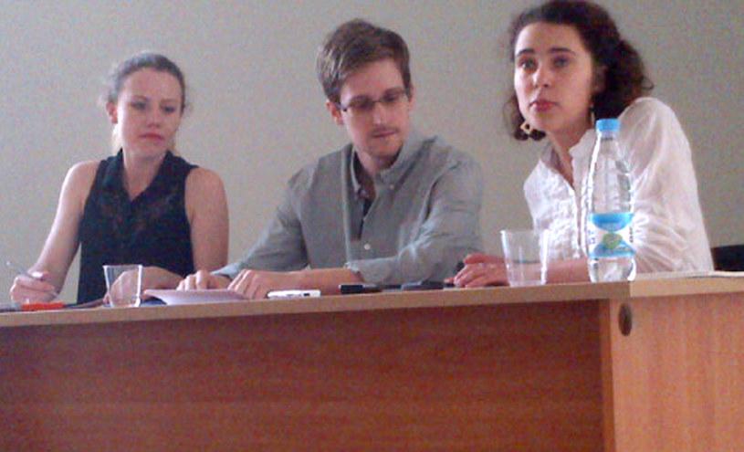 Snowden podczas spotkania z obrońcami praw człowieka i prawnikami /AFP