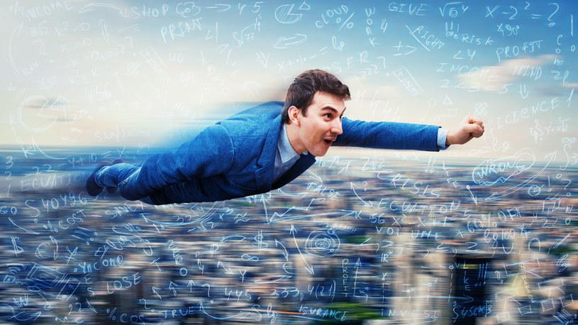 Sny o lataniu dla wielu osób są fascynującą przygodą /123RF/PICSEL