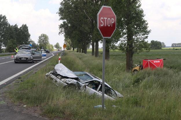 Sobotni śmiertelny wypadek na drodze krajowej nr 92 w Bąkowie Górnym /Roman Zawistowski /PAP