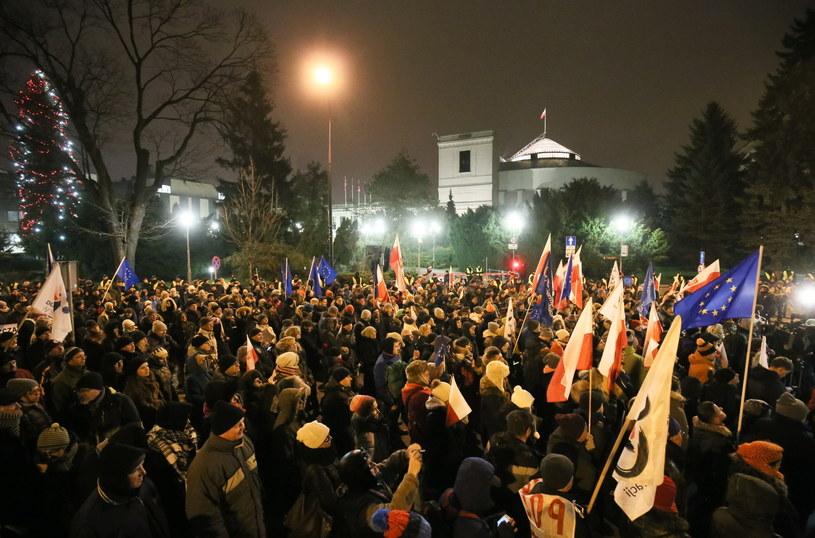 Sobotnia manifestacja pod Sejmem /Paweł Supernak /PAP