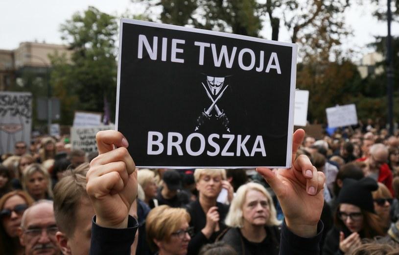 """Sobotnia manifestacja zorganizowana przez inicjatywę """"Ratujmy kobiety"""" /Paweł Supernak /PAP"""