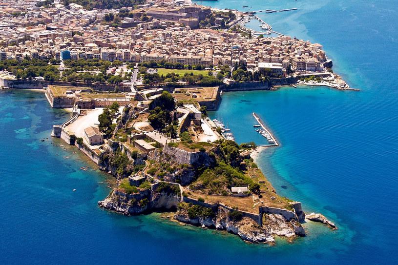 Soczyście zielona i górzysta wyspa Korfu (Kekira) nazywana jest królową Wysp Jońskich /123RF/PICSEL