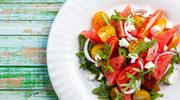 Soczysta sałatka z pomidorów i arbuza