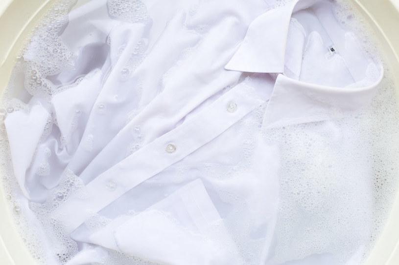 Soda kalcynowana wybieli ubrania /123RF/PICSEL