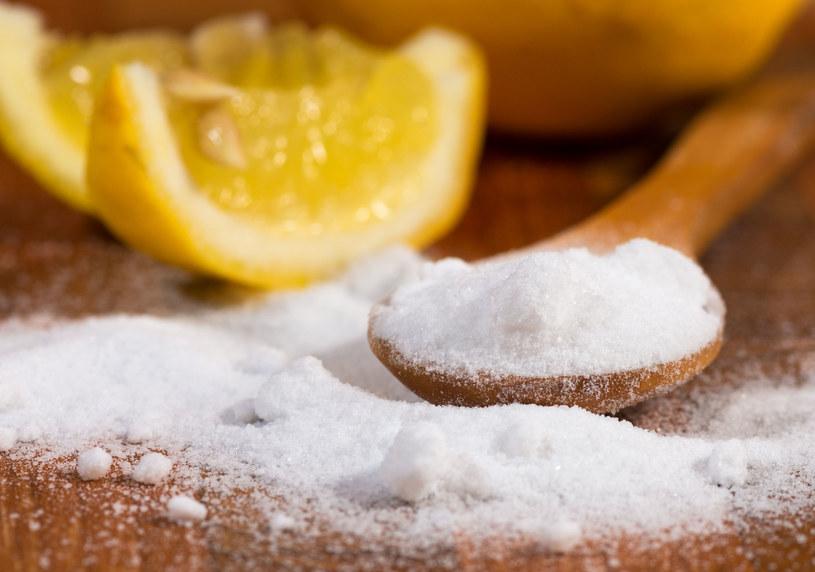 Soda oczyszczona i kwasek cytrynowy do czyszczenia /123RF/PICSEL