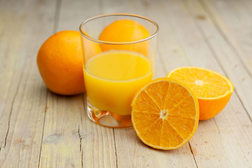 Sok pomarańczowy jest niezwykle cenny /123RF/PICSEL