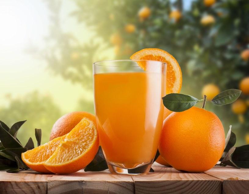 Sok pomarańczowy zawiera mnóstwo witamin /123RF/PICSEL