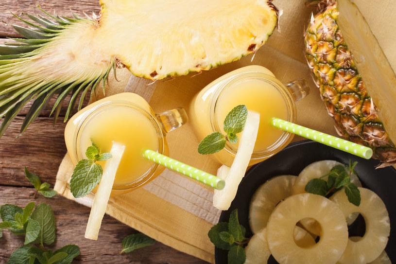 Sok z ananasa poprawia trawienie i likwiduje wzdęcia /123RF/PICSEL