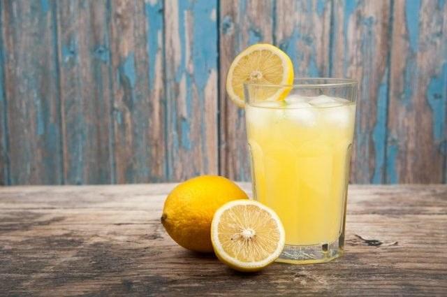sok z cytryny na przebarwienia /© Photogenica