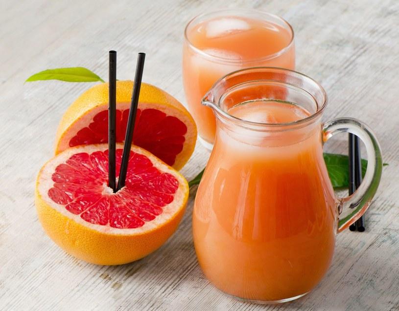 Sok z grejpfruta nie nadaje się do popijania leków na nadciśnienie /123RF/PICSEL