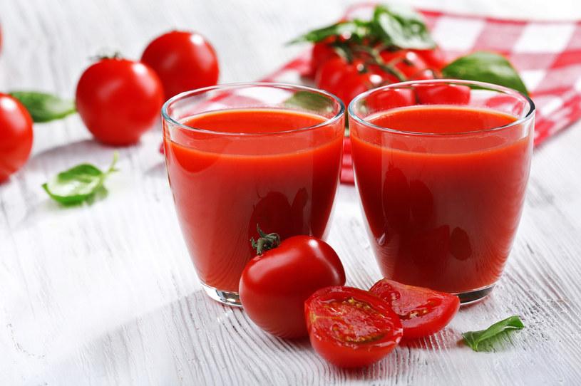 Sok z pomidorów ma orzeźwiający smak /123RF/PICSEL