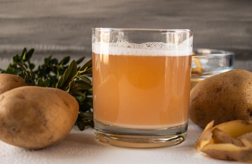 Sok z surowego ziemniaka wygładza zmarszczki /123RF/PICSEL