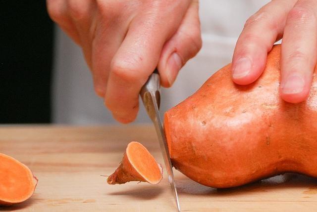 sok ze słodkich ziemniaków /© Photogenica