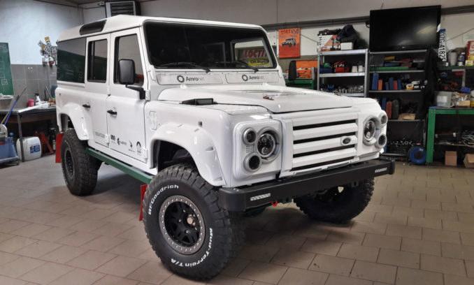 Sokół, czyli przerobiony na baterie Land Rover Defender /