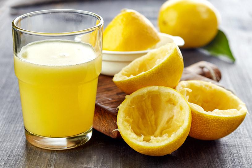 Soku z cytryny używaj nie tylko do lemoniady /123RF/PICSEL