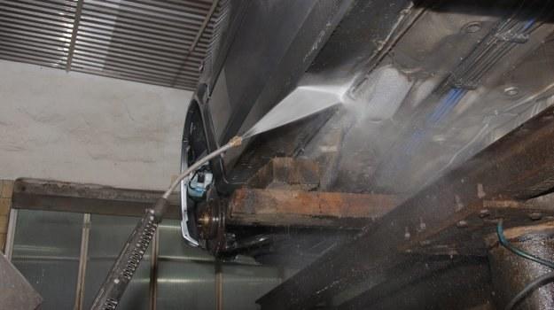 Sól drogowa sprzyja procesom korozyjnym. /Motor