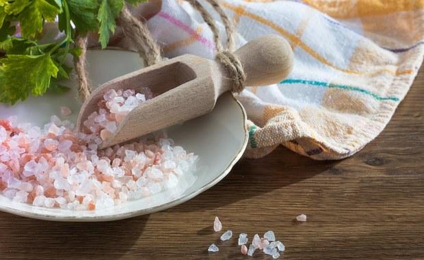Sól himalajska? Sklep z żywnością ekologiczną odradza jej zakup