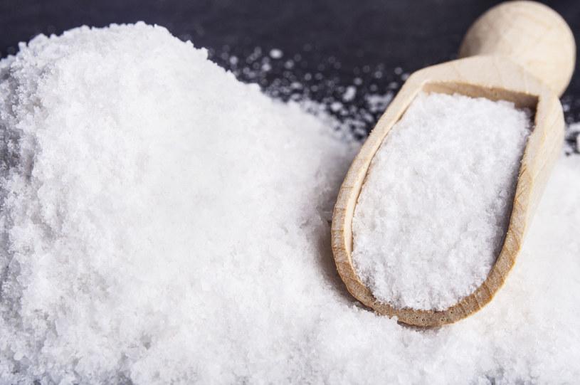 Sól przyspieszy gojenie pogryzionych miejsc /123RF/PICSEL