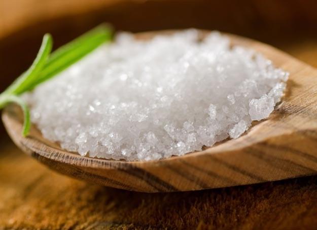 Sól stanowi istotny czynnik zwiększający ryzyko wystąpienia otyłości, niezależnie od ilości i kaloryczności spożywanego jedzenia /Picsel /123RF/PICSEL