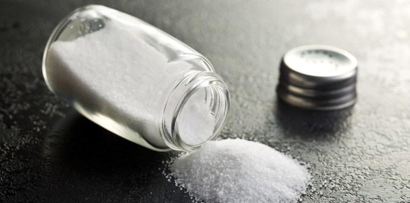 Sól też można wykorzystać w nietypowy sposób /123RF/PICSEL