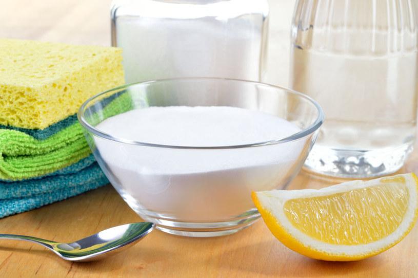 Sól ułatwi czyszczenie i sprzątanie /123RF/PICSEL