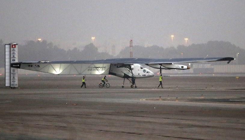 Solar Impulse 2 wystartował z lotniska w Abu Zabi /PAP/EPA