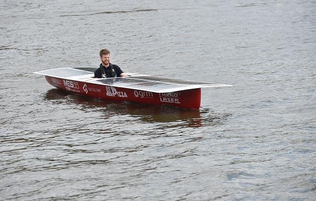 Solarna łódź zwodowana pod Wawelem. Remedium na korki i spaliny? /PAP