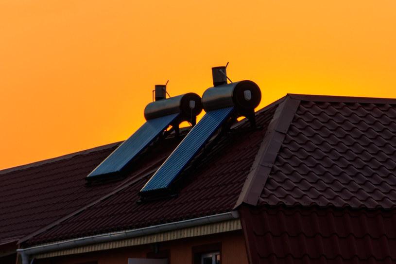 Solarny podgrzewacz wody jest dobrym rozwiązaniem na tanią ciepłą wodę użytkową poza sezonem grzewczym /123RF/PICSEL