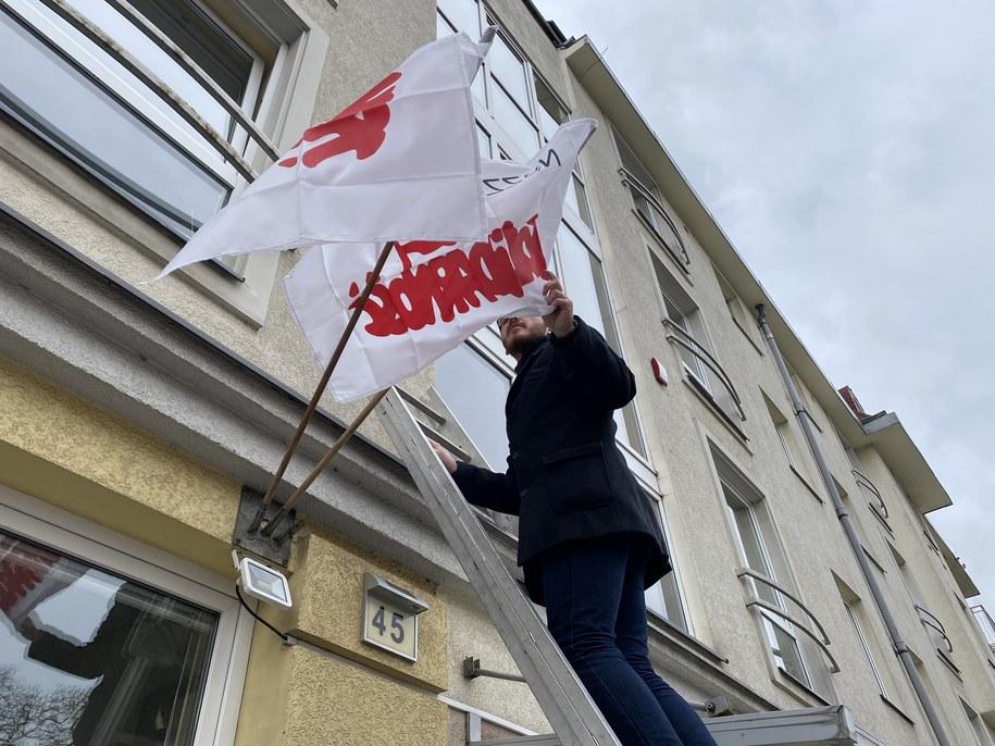 Solidarność oflagowała o poranku siedzibę NFZ w Szczecinie /Aneta Łuczkowska /RMF FM