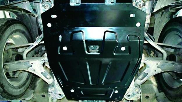 Solidna metalowa osłona zabezpiecza elementy silnika przed wodą i kurzem. Dodatkowo chroni przed uszkodzeniami mechanicznymi. /Motor