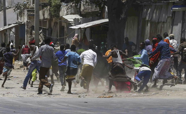 Somalia: Dziesiątki ludzi uwięzione podczas ataku ekstremistów