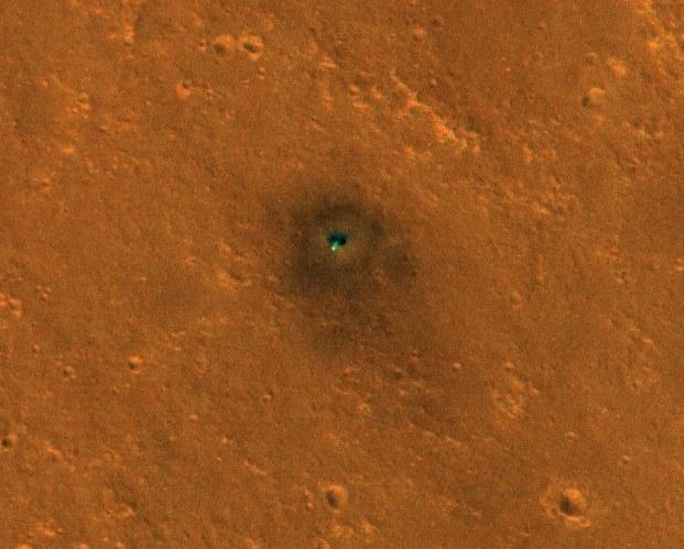 Sonda inSight widoczna z orbity Marsa /NASA