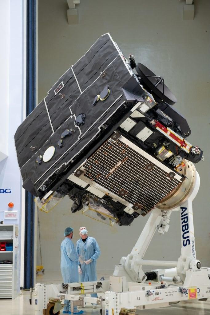 Sonda Solar Orbiter podczas finalnych testów w Niemczech, poprzedzających wysłanie próbnika na Przylądek Canaveral (Floryda, USA). /Kosmonauta
