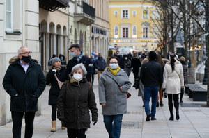 Sondaż CBOS: Ponad połowa Polaków chce się zaszczepić przeciwko COVID-19