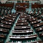 """Sondaż dla """"DGP"""", dziennik.pl i RMF FM: Zjednoczenie opozycji opłaca się wszystkim partiom"""