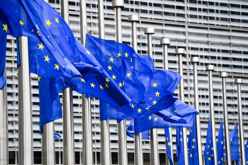 """Sondaż dla """"Rzeczpospolitej"""": 41,3 proc. za uzależnieniem środków z UE od praworządności, 47,2 proc. - przeciw /Frederic Sierakowski / Isopix /East News"""