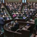 Sondaż Kantar: PiS prowadzi, Koalicja Obywatelska na drugim miejscu