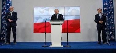 Sondaż: PiS bez koalicjantów nadal liderem. Polska 2050 wyprzedza Konfederację