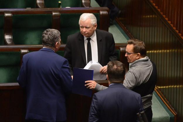 Sondaż: PiS przed PO, cztery partie w Sejmie