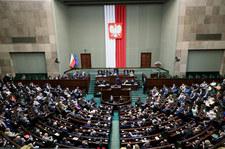 """Sondaż wyborczy dla """"Wydarzeń"""" Polsatu. Więcej zwolenników KO, brak poparcia dla Porozumienia"""